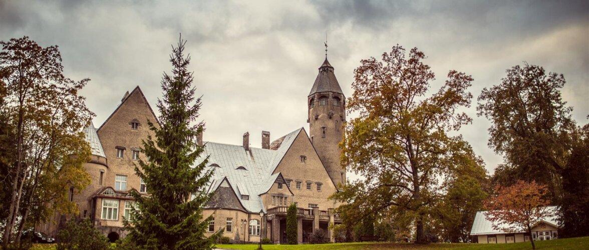 Каменный замок Таагепера смогли построить лишь после того, как дух замка – Дора сожгла два предыдущих деревянных здания. Узнайте, почему она это сделала!