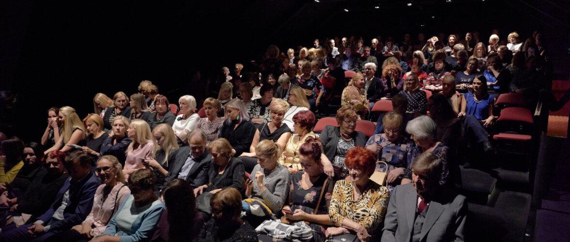 GALERII: Eesti Naise esimene teatriõhtu tõi saali täis