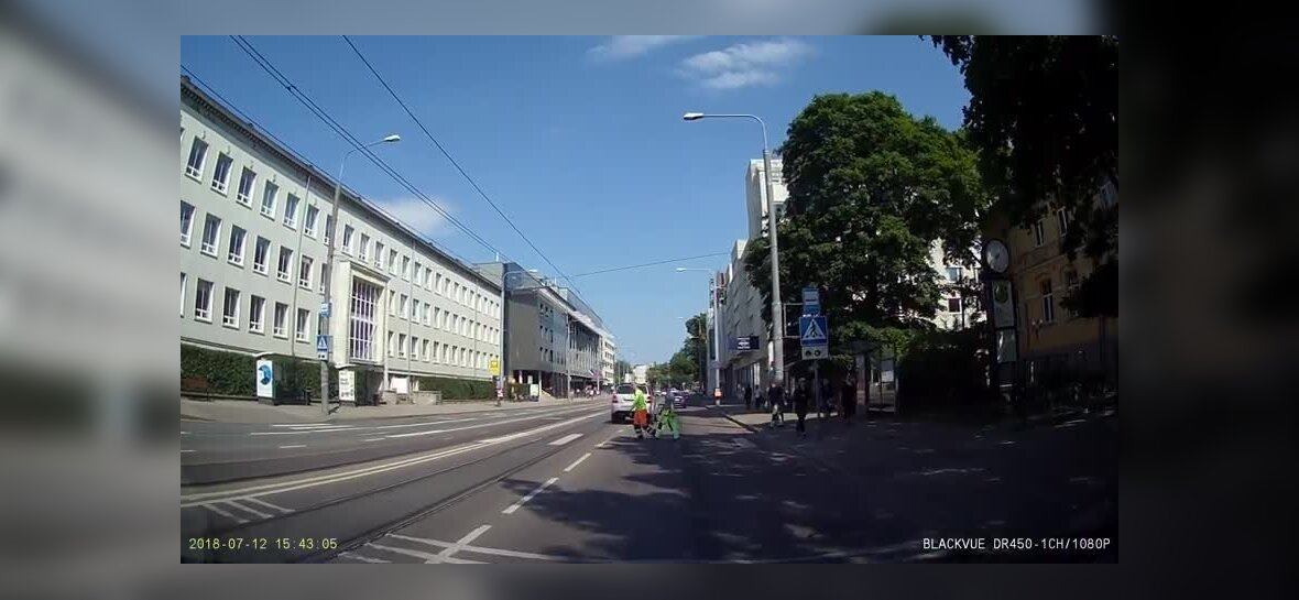 VIDEO | Napp pääsemine kokkupõrkest! Maasturit ei peata ka jalakäija ülekäigurajal