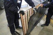 ФОТО: Контрабандисты пытались провезти в обивке двери 6260 сигарет