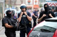 Prantsusmaal võtsid relvastatud mehed kirikus pantvange, preester tapeti
