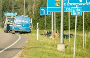 BMW juht sõitis teelt välja Nasval, Saaremaal