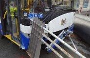 Большая авария в Риге: водитель троллейбуса перепутал педали