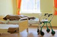 Arst: eakate patsientide kinnisidumine on ka meditsiinitöötajatele ebameeldiv tegevus