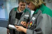 PKC Keila tehase usaldusisikud Marina Terina (vasakul) ja Virve Gross ütlevad, et kurb koondamisotsus on nii värske, et see pole õieti veel päralegi jõudnud.