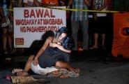 Michael Siaroni surnu- keha kohal leinava lese fotoston saanud Dutarte narkosõja sümbol. Filipiinidel tapetud väidetavate uimastikaubitsejate arv ligineb juba kahele tuhandele.