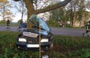 FOTOD: Tartumaal sai liiklusõnnetuses noor mees surma