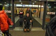 DELFI FOTOD: Prokuratuuri loal Šveitsis käinud Savisaar naasis Tallinna: ma käisin šoppamas!