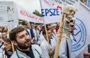 Peale demokraatia eest seisjatemarssisid Varssavis ka vaesed arstid.