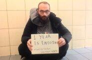 Fadi Mansour nõudis kevadel ka sotsiaalmeedia kaudu, et ta lennujaamast välja lastaks. Peagi pääses ta Austraaliasse.