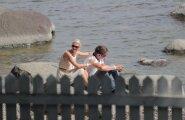 LEMBEHETKED: Keskerakonna armutuvid Siret Kotka ja Martin Repinski kudrutasid merekaldal