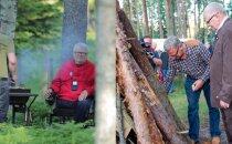 FOTOD | Hundisilma lõkkeõhtud läbi aegade: Vaata, kuidas Savisaare koduõuel peetud uhketest jaanipidudest said tagasihoidlikud koosviibimised!
