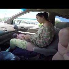 VIDEO: emotsionaalne sünnitus autos, teel haiglasse