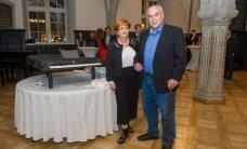 FOTOD: Mustpeade Maja sai uue klaveri, millest Eesti muusikud ammu unistanud
