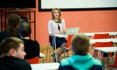 ФОТО: Иева Ильвес прочла в Нарвском колледже лекцию на русском языке