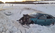 ФОТО: Недалеко от Кадрина автомобиль врезался в поезд Таллинн-Москва