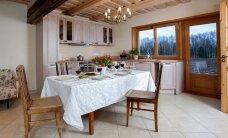 Vanale tallile antud uus sisu — avara söögisaaliga köök