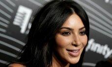 Kim Kardashian rööviti Pariisi hotellis relva ähvardusel paljaks, kahju mitme miljoni eest