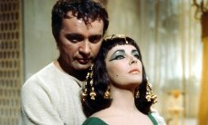 FOTOD: Legendaarsed Hollywoodi paarid, kelle armulugu sai alguse filmivõtetel