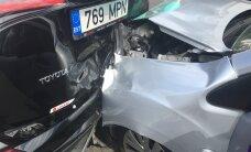 ФОТО: На улице Тулика в Таллинне столкнулись три автомобиля