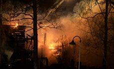 FOTOD JA VIDEO: Soomes põletas kurjategija ajaloolise puukiriku maani maha