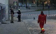 ФОТО DELFI: Одну из главных улиц Тарту перекрыли из-за подозрительного чемодана