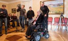 DELFI VIDEO JA FOTOD: Savisaar sai ettevõtjatelt kingituseks 14 000 eurot maksva elektrilise ratastooli
