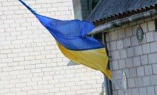 FOTOD: Kuressaare on kaunistatud Ukraina lippudega, rahvas naudib ooperit