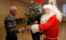 ФОТО: Два жителя Кохтла-Ярве отметили 70-летние юбилеи под новогодней елкой