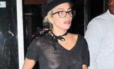 FOTOD: Milline vaade! Salvestamisest väsinud Lady Gaga unustas rinnahoidja stuudiosse ja välgutas särgialust