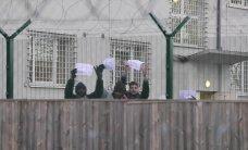 """ФОТО и ВИДЕО DELFI: Жильцы центра Харку устроили протест: """"Я проситель убежища, а не преступник"""""""