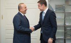 DELFI FOTOD: Türgi välisminister Mevlüt Çavuşoğlu kohtus peaministri Taavi Rõivase ja välisministri Jürgen Ligiga