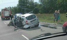 FOTOD: Tallinna-Pärnu maanteel möödasõitu teinud naine põhjustas õnnetuse, kaks inimest viidi haiglasse