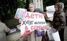 """ФОТО: """"Родители Эстонии"""" провели митинг против насильственного разлучения родителей и детей"""