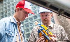 """Klipp reedel linastuvast Eesti filmist """"Sangarid"""": kuidas teha suusasaabastest tossud?"""