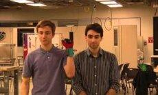Американцы изобрели перчатки, которые переводят язык жестов в звучащую речь