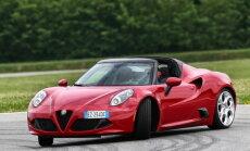 Proovisõit: Alfa Romeo 4C Spyder lööb ukse konkurentide ees mürtsuga kinni