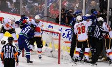 Canucksi ja Flamesi mängijate kaklus