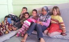 Põgenikepere lapsed Tel Abyadi raamatukogu ruumides