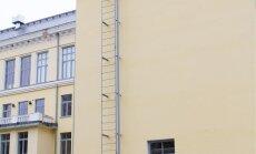 Kooli katusele ronida üritanud noormees hukkus