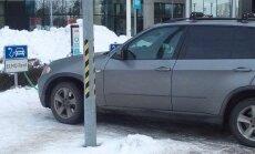 FOTO: Keegi laeb elektriautode laadimispunktis BMW X5