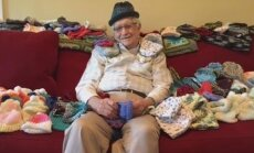 Kõige armsam VIDEO: 86aastane vanahärra õppis kuduma, et valmistada mütse enneaegsetele beebidele