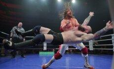 DELFI VIDEO: Esmakordselt Eestis: Ameerika wrestlingu sõu naerutas Tondiraba publikut