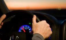 Noorte lugejate mõtted liiklemisest: noormeeste seas levib ossikultuur — omavad uhket ja võimsat autot, näitavad keskmist sõrme, annavad gaasi ja tuututavad
