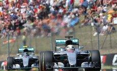 Lewis Hamilton ja tallikaaslane Nico Rosberg (Mercedes) Hungaroringil juhtpositsioonidel
