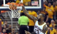 NBA TOP 10: tipus LeBron Jamesi võimas pealtpanek