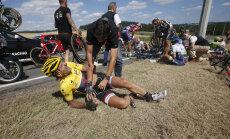 VIDEO: Tour de France'il toimus ülisuur kukkumine, peagrupp sunniti peatuma