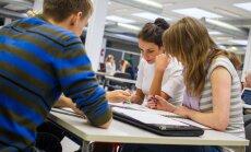 Tudengid TÜ Raamatukogus õppimas