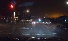LUGEJA VIDEO: viie minuti jooksul ei saa vasakpööret teha, sest valgusfoor ei lähe lihtsalt roheliseks