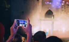 Pealtvaatajad jätsid mobiiltelefonid välja lülitamata, mistõttu tuli Valge Daami etendus katkestada